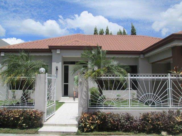 4 Bedroom Bungalow House W Pool Inside A Subd